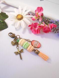 """Bijou de sacs """"Super maitresse"""" et trio de macarons aux fruits : Autres bijoux par lili-gourmandise"""