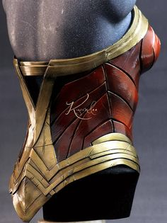 Eva foam Wonder Woman corset. To start the custom-made build, please contact us for measures ****** Shipping rates ******* shipping to Colombia and USA included, Express delivery with traking number (10 - 12 business days) ****** SHIPMENTS WORLDWIDE****** For shipments to other