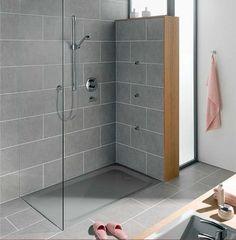 Duschwanne superflach rechteckig form mit grau stahl-email material für begehbare dusche installation im badezimmer mit grau Schiefer fliesen dekor