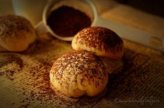 Fursecuri cu ciocolata | Dulciuri fel de fel Nutella, Hamburger, Deserts, Sweets, Bread, Recipes, Goodies, Desserts, Breads