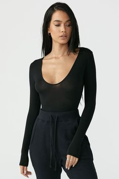 Get comfy with the Scoop Neck Long Sleeve as an essential part of your wardrobe. This cropped top is made from a micro modal fabric that is so soft and breathable you'll want to wear it everyday. Pair with some stylish sweats or throw on . Black Dress Outfits, Cute Outfits, Tomboy Outfits, Emo Outfits, Dance Outfits, School Outfits, Black Dress Accessories, Jewelry Accessories, Textiles Y Moda