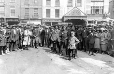 Olympia Theatre, Dublin This photo was taken on July the day of the Truce of the War Of Independence, and shows crowds gathering outside the theatre, in front of Dublin Castle Ireland Pictures, Old Pictures, Old Photos, Ireland 1916, Dublin Ireland, Dublin Street, Dublin City, Scotland History, Dublin Castle