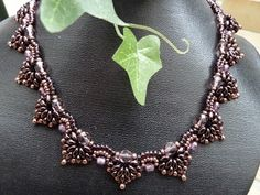 Silkes Perlendesign: Spades Collier von Smadars Treasure. Made with twin hole beads or superduos.