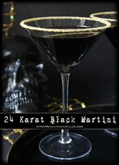 A wickedly all black martini. perfect for the Goth at Heart, a Halloween celebration, or top with 24 karat gold dust for New Year's Eve! Vodka Cocktails, Cocktail Drinks, Alcoholic Drinks, Martinis, Cocktail Garnish, Party Drinks, Vodka Recipes, Martini Recipes, Cocktail Recipes