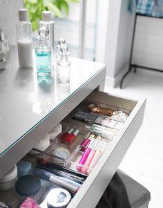 New makeup vanity ikea malm beauty room Ideas Wine Glass Shelf, Floating Glass Shelves, Glass Shelves Kitchen, Ikea Makeup Vanity, Vanity Desk, Photomontage, Ikea Malm Dressing Table, Modern Paint Colors, Clothes Shelves