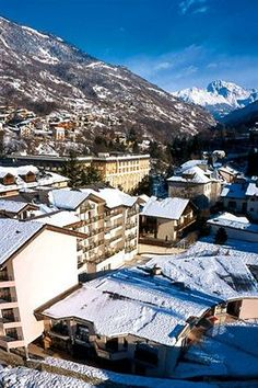 Ski Destinations ---  Hotel La Vanoise in Brides-les-Bains (Les 3 Vallees) is close to La Tania Ski Resort. This ski hotel is within the vicinity of Meribel Ski Resort and Courchevel Ski Runs.  http://www.lowestroomrates.com/avails/253725/p  #HotelLaVanoise #SkiResorts #BrideslesBains