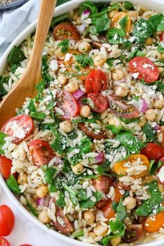Orzo pasta salad is Mediterranean inspired made with tomatoes, spinach, & garbanzo beans tossed in a lemony dressing for a fresh summer salad! Blt Pasta Salads, Pesto Pasta Salad, Greek Salad Pasta, Pasta Salad Italian, Ham Salad, Chicken Salad, Chickpea Salad Recipes, Spinach Salad Recipes, Easy Salad Recipes