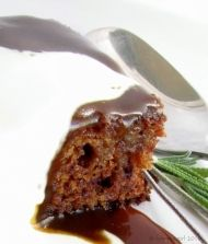 Indulgent recipe for Sticky Toffee Pudding – serve warm with ice cream or cream! Ingredients Fresh Dates, depipped Bicarbonate of Soda Softened Butter Castor Sugar 2 […] Date Pudding, Sticky Toffee Pudding, Pudding Cake, Delicious Desserts, Dessert Recipes, Dessert Ideas, Pudding Recipes, Something Sweet, Sweet Bread