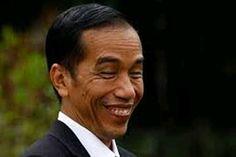 """Eramuslim.com - Wakil Ketua DPR Fadli Zon mengatakan, pemerintahan Jokowi-JK belum bisa merealisasikan janji kampanyenya untuk membuat rakyat lebih sejahtera, jelang dua tahun pemerintahan Jokowi-JK pada 20 Oktober 2016 mendatang. Menurut Fadli, dari sisi ekonomi masyarakat masih merasakan kesulitan, dimana daya beli masyarakat masih rendah dan angka pengangguran masih cukup banyak. Maka itu, ia mempertanyakan slogan Jokowi soal kerja dan kerja yang hingga kini belum ada hasil. """"Jarang…"""