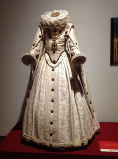 An example of mid-late 16th century Spanish and Austrian fashion.