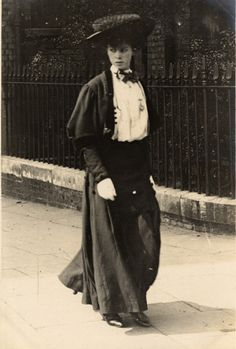 A woman given a very editorial pose on Cromwell Road. | 13 Photos Of London Street Style From 1905-1908. These are lovely!