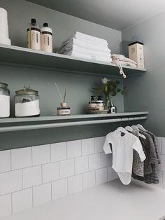 Bathroom Medicine Cabinet, Beautiful Interior Design, Bathroom Inspiration, Laundry Room, Decor Design, Bathroom Decor, Pretty House, Room Interior, Bathroom