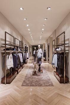 Maniquí - AD España, © Manolo Yllera Fashion Shop Interior, Fashion Store Design, Clothing Store Interior, Clothing Store Displays, Clothing Store Design, Boutique Interior Design, Boutique Decor, Showroom Design, Fashion Stores