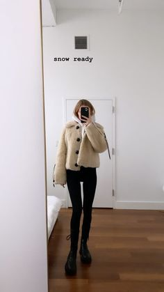 New Fashion Trends, Daily Fashion, Fashion Inspiration, Women's Fashion, Aesthetic Women, Aesthetic Clothes, Mirror Selfie Quotes, Copenhagen Style, Model Outfits