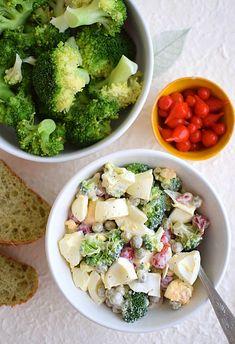 Sałatka z jajek, brokuła i papryczek