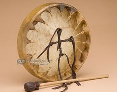 This elk hide Native American hand drum is a work of art that is not only something rare but wonderful to own and play. This beautiful hand drum is an authentic Native made drum that uses natural elk Native Art, Native American Art, American Indians, Hand Drum, Vintage Drums, Drum Lessons, Elk, Cherokee, Indiana