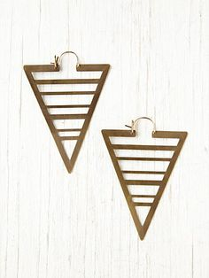 Upside down arrow spear earrings with horizontal bar detailing.