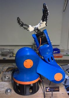 Andreas has been working on 3D printing a multi-limbed gripping robot arm on a rotary plate, that can be easily controlled by the user and can move in any direction.