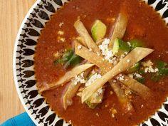 Esta versión de la sopa tarasca es muy fácil de hacer y el sabor del chile ancho la convierte en una verdadera delicia.