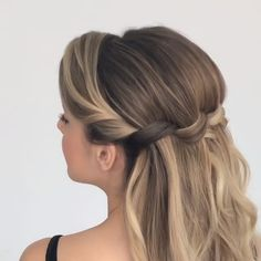 56 Updo Hairstyle Ideas & Tutorials for Wedding Do you wanna learn how to styling your own hair? Well, just visit our web site to seeing more amazing video tutorials! Prom Hairstyles For Short Hair, Curled Hairstyles, Braided Hairstyles, Wedding Hairstyles, Natural Hair Updo, Natural Hair Styles, Short Hair Styles, Peinado Updo, Hair Upstyles
