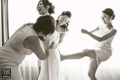 Too Cute!! Must-have photo to take with your bridesmaids