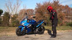 La Suzuki GSX-S1000F es el modelo puente entre las Naked y las R más radicales. Una moto de imagen impactante con un carácter muy deportivo y no exenta de cierta versatilidad de uso. Fuente:Motosx1000