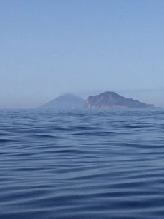 Visit Sicily (@VisitSicilyOP) Veleggiando verso #Panarea e #Stromboli ph MTG #Eolie #Yummysicily