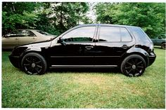 Nice blackout of Golf Mk4. Smoked tails and rides on powdercoated RS4 18's 235's