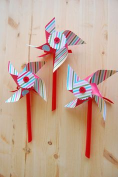 Spinning Pinwheel Tutorial - Use double sided cardstock or glue two pieces together to get the double sided pattern you want! Can also use eyelet in center for better spinning.