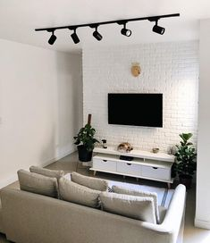Are you looking to brighten up a dull room and searching for interior design tips? One great way to help you liven up a room is by painting and giving it a whole new look. Small Living Rooms, Apartment Room, House Interior, Small Living Room, Home Deco, Home Decor, Home And Living, Apartment Decor, Home Living Room