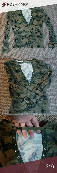 Shop Women's unknown Green Black size L Tees - Long Sleeve at a discounted price at Poshmark. Lost string that goes into holes. Fashion Tips, Fashion Design, Fashion Trends, Camo, Long Sleeve Shirts, Lost, Womens Fashion, Outfits, Collection