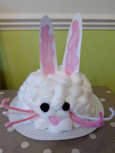 How to make: Easter Bunny Bonnet www. - How to make: Easter Bunny Bonnet www. Informations About How to make: Easter Bunny B - Cute Easter Bunny, Easter Art, Easter Crafts, Easter Ideas, Easter Decor, Fun Crafts, Easter Activities, Craft Activities, Activity Ideas