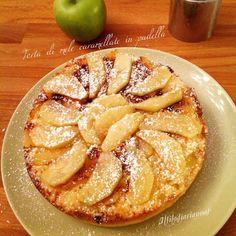 Torta di mele caramellate cotta in padella - Il Filo di Ariannas Just Desserts, Biscotti, Apple Pie, Waffles, Frittata, Foods, Drinks, Recipes, Home