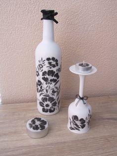 Fles en glas met gesso en servetten