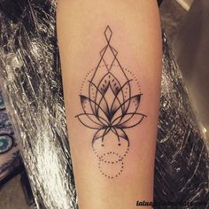 Si estás pensando en hacerte un tatuaje, una flor puede ser una opción perfecta. ¡Ficha estas ideas!