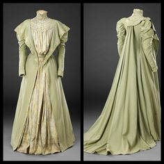 Late 1890s tea gown.     🌹