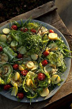 zomersalade (rucola, little gem, tuinkers, courgette, kerstomaatjes, krielaardappelen)