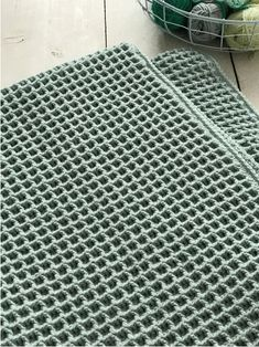 Waffle stitch photo tutorial (in Dutch) Crochet Diy, Manta Crochet, Crochet Home, Love Crochet, Knitting Patterns, Crochet Patterns, Waffle Stitch, Baby Set, Baby Baby