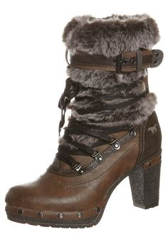 Glam-barian boots- I love you.