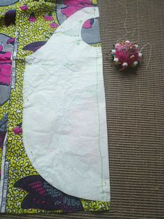 Sac pliable récup', Patron couture gratuit - Loisirs créatifs Baby Couture, Couture Sewing, New Project Ideas, Creation Couture, Patchwork Bags, Diy Photo, Refashion, Fashion 2017, Needlework