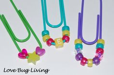 Bookmarks or cute paper clips Paperclip Crafts, Paperclip Bookmarks, Crochet Bookmarks, Hat Crafts, Crafts To Do, Crafts For Kids, Girl Scout Swap, Girl Scouts, Tarjetas Diy