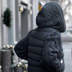 Тепло и красиво - это возможно! Мы изучаем все тренды и создаем только самые красивые изделия!  Куртка 100% шерсть  Цена со скидкой 12 160 руб. АРТИКУЛ для заказа в интернет-магазине 001-Ку55  Цвет темно-серый Размеры: s, m, l  #бабушкатакнесвяжет #brusnika #brusnikabrand #grange