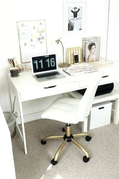 Office Reveal // Beauty and the Chic Workspace Inspiration for Stay-at-Home Bosses Bureau Design, Workspace Design, Office Workspace, Office Spaces, Work Spaces, Home Office Design, Home Office Decor, Office Ideas, Office Inspo