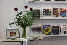 Lukuviikon (20.-26.4.) näyttelyssä Porvoo Campus kirjaston henkilökunta esitteli omia suosikkikirjojaan kirjaston kokoelmista.
