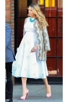"""Who says you can't wear white past Labor Day? Lively adds some spice to her muted look with a patterned coat, turquoise necklace, and pink platform heels."" (On ""8 Blake Lively Pregnancy Looks You NEED To Steal Right Now"" via Refinery29)"