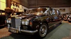 www.tripler.com.au Rolls Royce Limousine -  Melbourne's ONLY black Stretch Rolls Royce. Your bridal party will arrive in style  #wedding #weddingcars #rollsroyce #bride #limo #stretch #tripler #classic #timeless