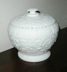 WESTMORELAND LINE 128 MAPLE LEAF OPAQUE WHITE MILK GLASS COOKIE JAR & LID