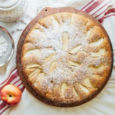 Try this recipe for an easy, moist, delicate, heart-warming traditional Italian apple cake. I promise it won& disappoint you! Best Fruit Cake Recipe, Apple Cake Recipes, Dessert Recipes, Tea Cakes, Food Cakes, Cupcake Cakes, Italian Cake, Italian Desert, Italian Sponge Cake