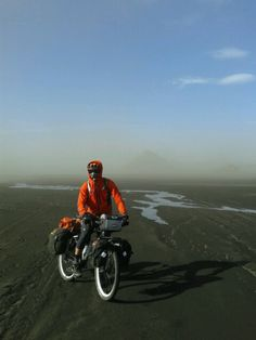 Cycling after a sand storm, on F210