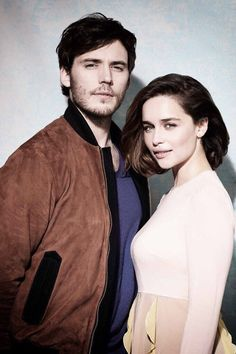 Sam Claflin and Emilia Clarke - photo by Sarah Dunn                                                                                                                                                      Más